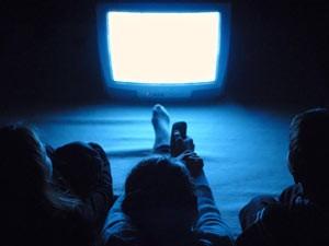 broadcasting_watching_tv